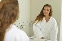 鏡の中の自分に話しかける方法