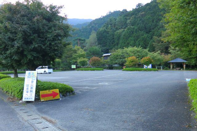東平記念館駐車場